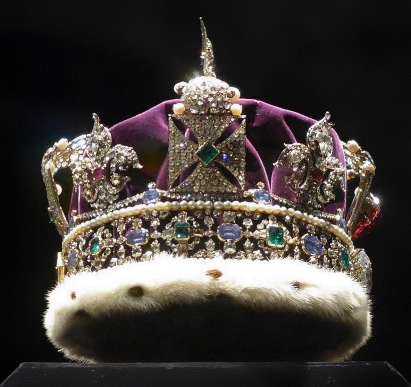 Imperial_State_Crown_-_Seitenansicht_von_unten
